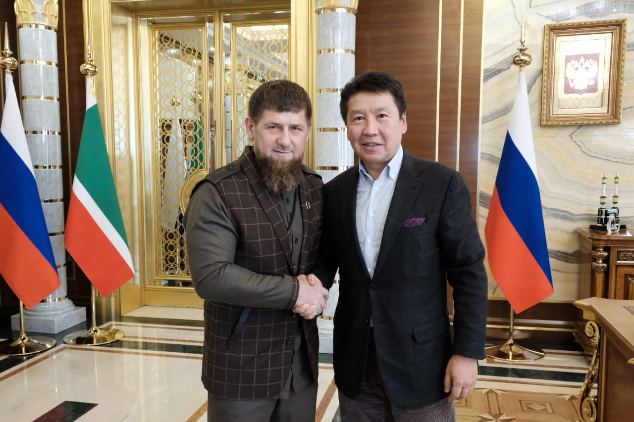 Ramzan Kadyrov and Yerlan Bekkhozhin, as a sign of friendship and respect, shook hands in the official residence of the Head of the Chechen Republic.