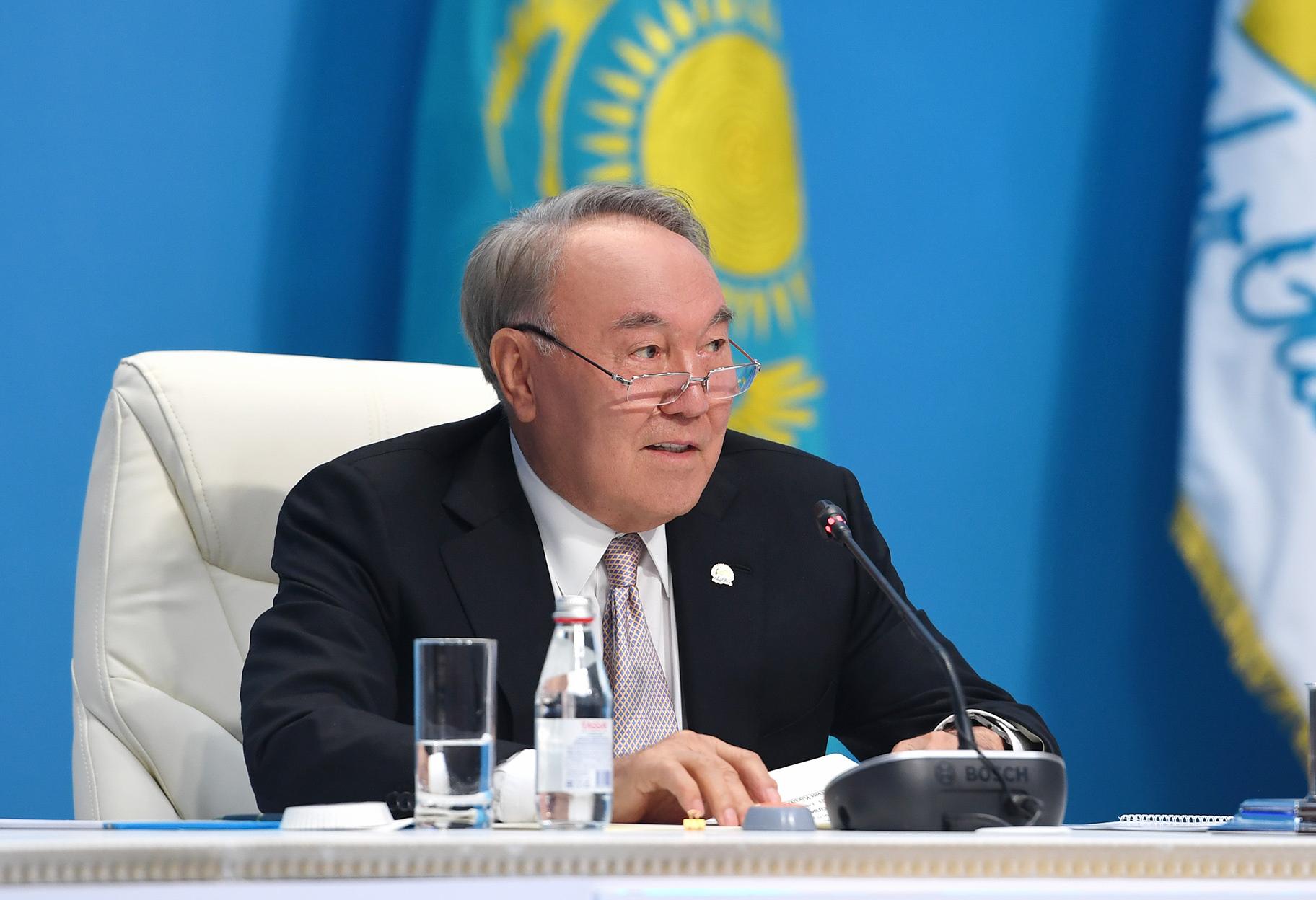 Nursultan Nazarbaev «Nur Otan» partııasy oblystyq fılıaldarynyń ókіlderіmen kezdestі