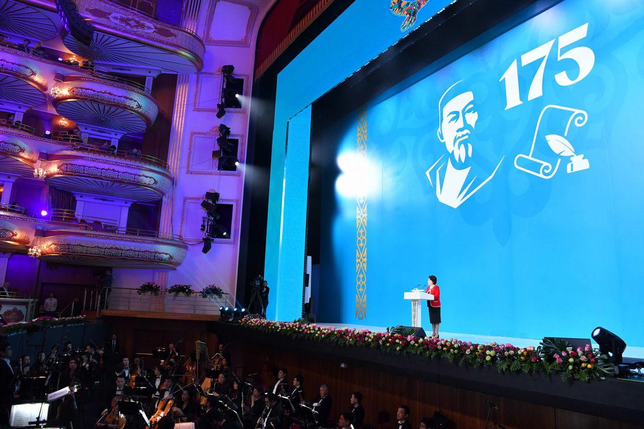 Қасым-Жомарт Тоқаев Абай Құнанбайұлының 175 жылдық мерейтойының салтанатты ашылу рәсіміне қатысты