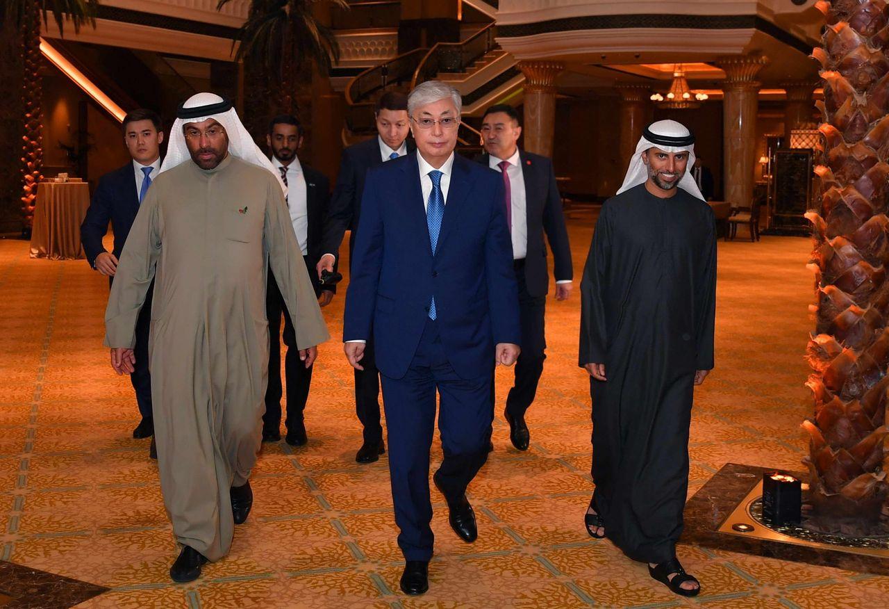 Глава государства выступил на круглом столе с участием представителей бизнес-кругов ОАЭ